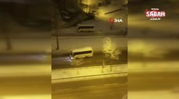 Minibüse kar topu atan gençler şoför geri manevra yapınca böyle kaçtı | Video