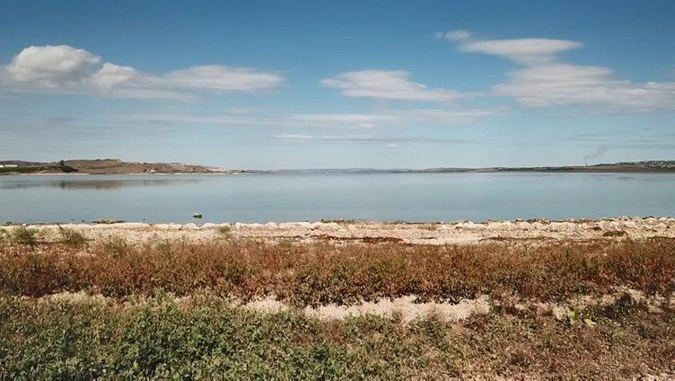 Büyükçekmece Gölü'nün suyu çekildi; 1500 yıllık baraj hattı ortaya çıktı