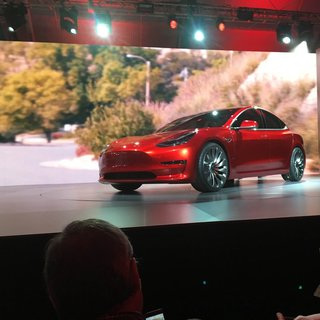 Volvo'dan Tesla Model 3 katili geliyor!