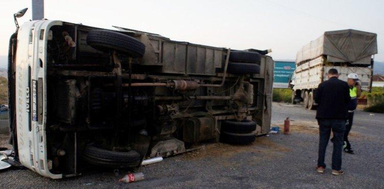 İşçi minibüsüne kamyon çarptı: 9'u ağır 31 yaralı