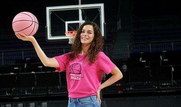 Pembe kıyafetle gelen kadınlara maç ücretsiz