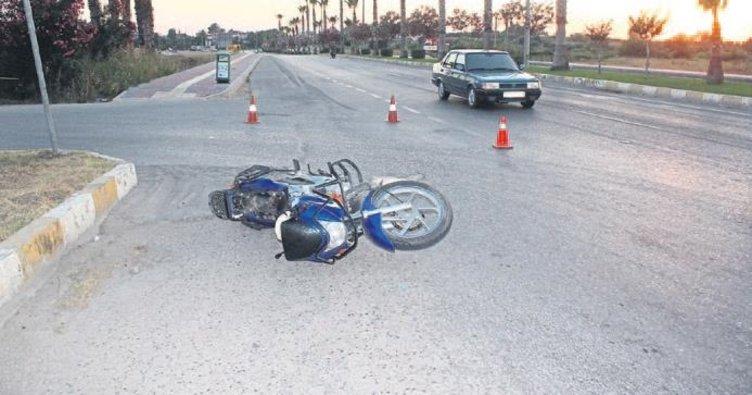 Motosiklete çarptı jandarma yakaladı