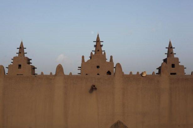 İşte dünyanın en büyük kerpiç camisi