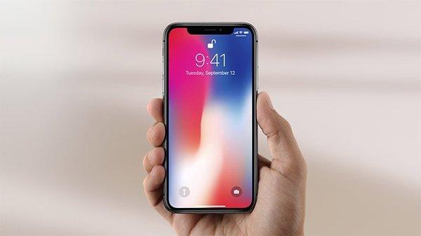 Çentik modasına uyan son moda akıllı telefonlar