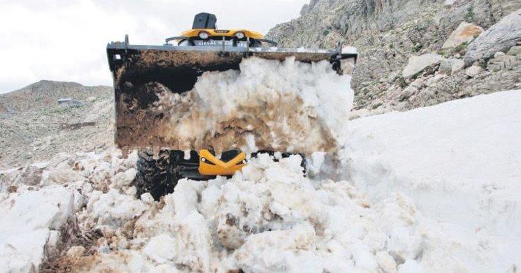 İki metrelik karla mücadele