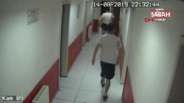 İstanbul Küçükçekmece'de halı sahanın soyunma odasında hırsızlık yapan şüpheli kamerada!