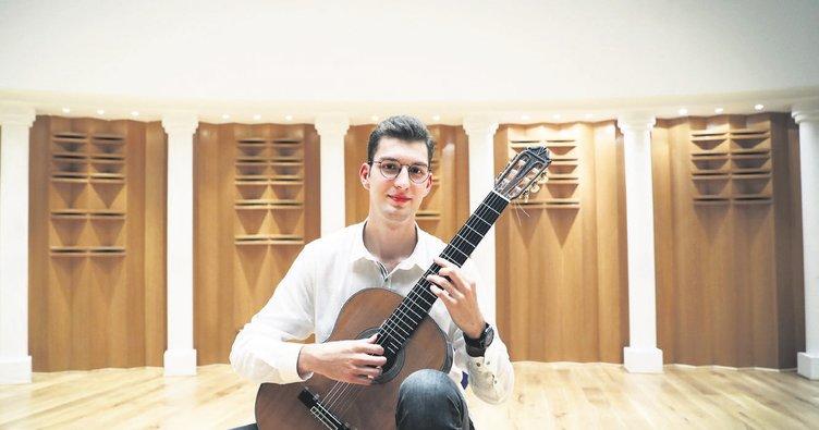 Genç gitarist 'Florida Gitar Yarışması'nda birinci oldu