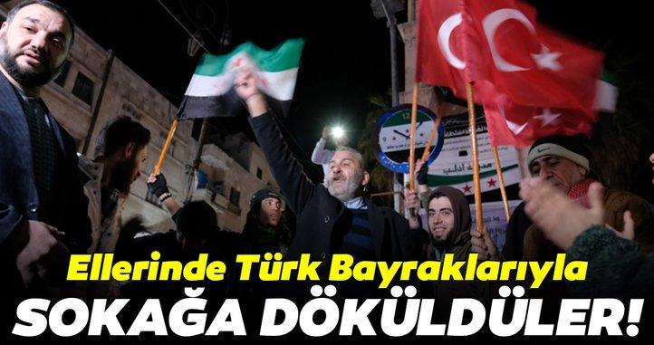 İdlib'liler ellerinde Türk bayraklarıyla sokağa döküldü