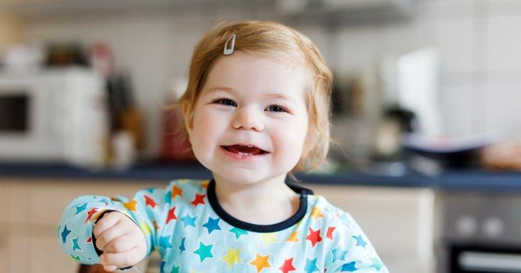 Bebeğinizin 11. ay gelişimi: Artık sizinle birlikte yemeğe oturacak ona da yer açın...