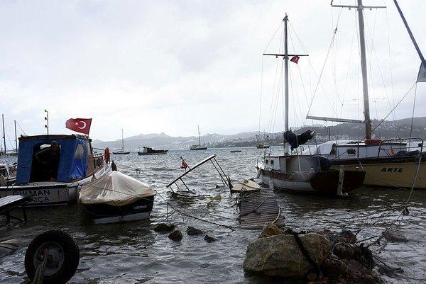 Tüm yurtta fırtına hasara yol açtı!