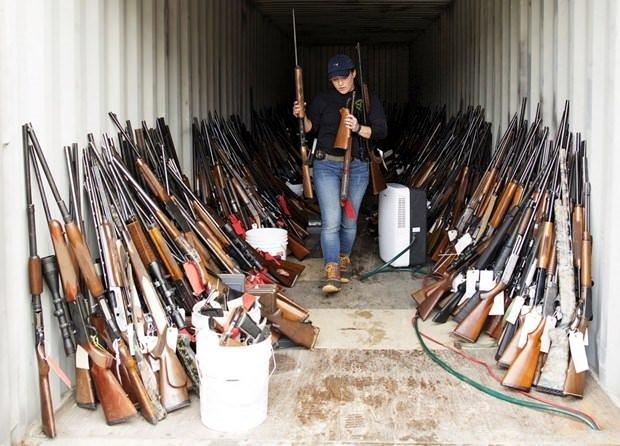 Bir evde 5 bin silah bulundu