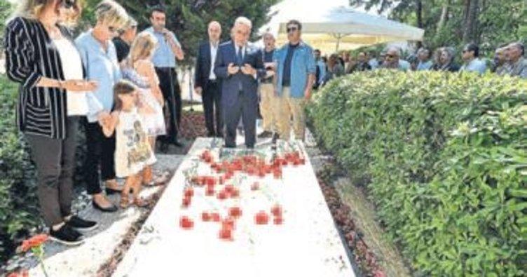 Piriştina mezarı başında anıldı