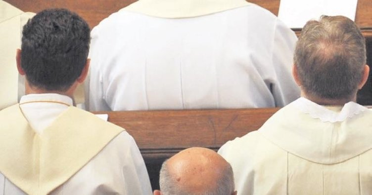 Almanya'da papaza taciz soruşturması