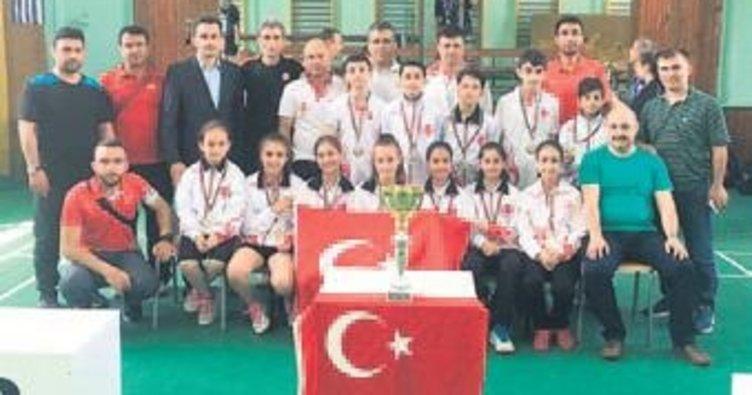 Minik badmintoncular Balkan şampiyonu