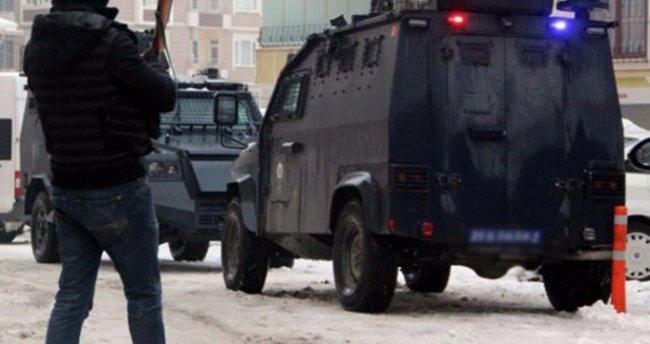 Şemdinli'de zırhlı polis aracına bombalı saldırı