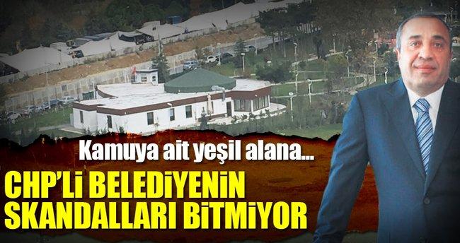 Kamu alanına kaçak binayı belediye yaptı