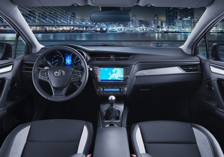 Toyota Avensis yenilendi!