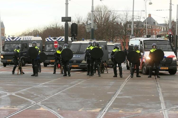 Avrupa alarmda: Bütün şehirlere sıçradı: Ortalık savaş alanına döndü