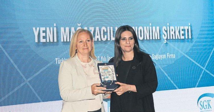 'SGK'da Yılın En'leri' ödüllerini Sarıeroğlu verdi
