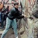 Berlin Duvarı yıkıldı