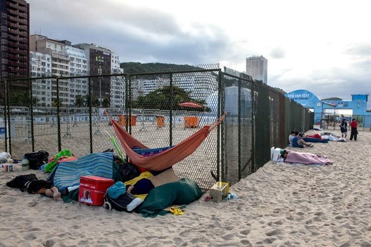 Copacabana plajı yatakhaneye döndü