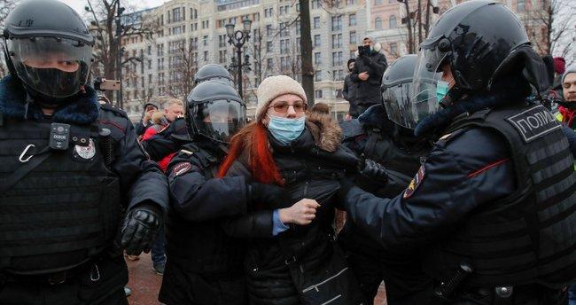 Rusya alarmda! Başkent Moskova'da binlerce kişi sokaklara döküldü