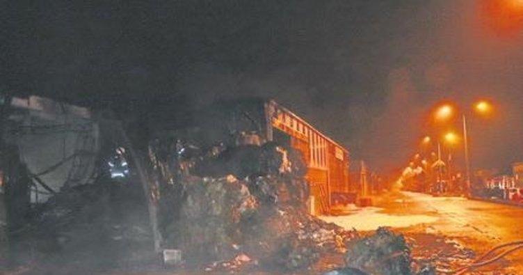 Geri dönüşüm fabrikası yandı