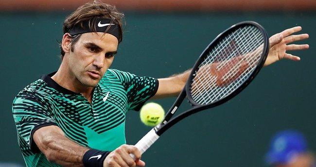Rakibi zehirlenince Federer yarı finale çıktı