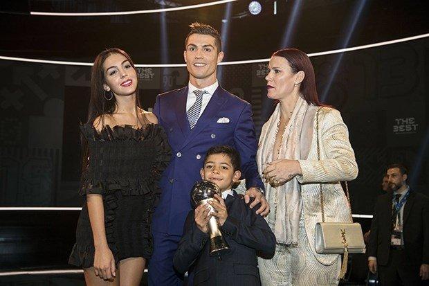 Cristiano Ronaldo'nun kız arkadaşından hamilelik açıklaması