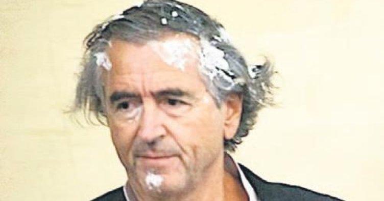 Fransız Levy'ye pastalı protesto