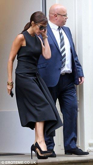 Victoria Beckham siyahı fazla abarttı!