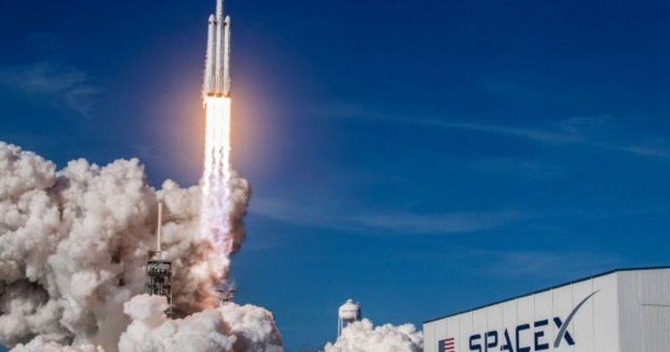 SpaceX kargo kapsülünü başarıyla fırlattı