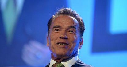 Ünlü aktör Arnold Schwarzenegger'den koronavirüs ile mücadeleye 1 milyon dolar!
