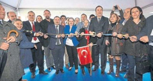 Türkan Saylan'a görkemli açılış