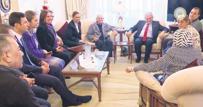 Şehidin komşularına Başbakan'dan ziyaret
