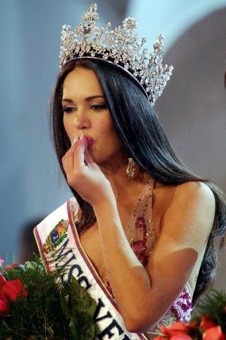 Eski güzellik kraliçesi ve eşini soyguncular öldürdü