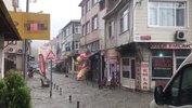 Eyüpsultan'da şiddetli yağış, sokaklar dereye döndü
