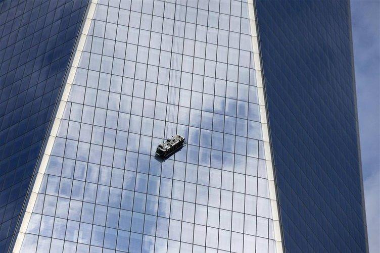 Yüzlerce metre yukarıda mahsur kaldılar
