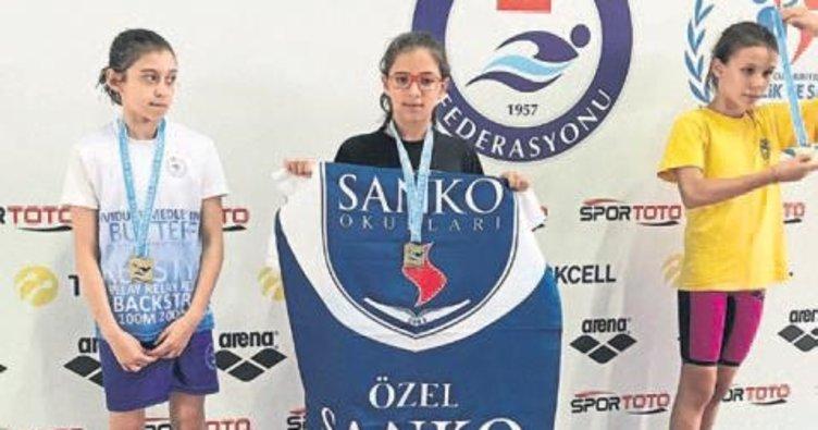SANKO yüzmede 10 madalya aldı