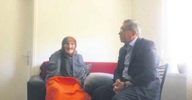 Asırlık çınara Çetin'den ziyaret