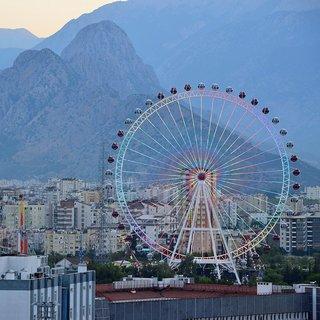 Türkiyenin en büyük dönme dolabı Antalyanın Kalbi açıldı
