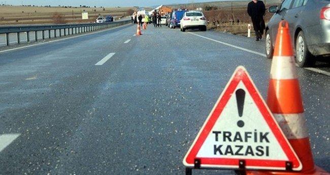 Kars'ta traktör ile otomobil çarpıştı: 6 yaralı