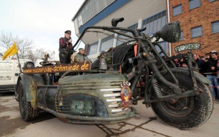 Tank motorlu motosiklet!