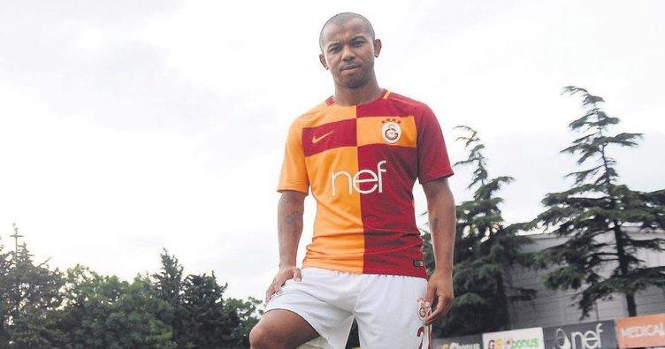 Galatasaray'da hocalar futbolcu gönderemez