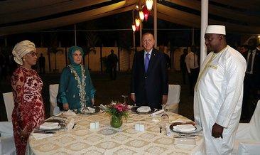 Başkan Erdoğan Gambiya'da onuruna verilen yemeğe katıldı