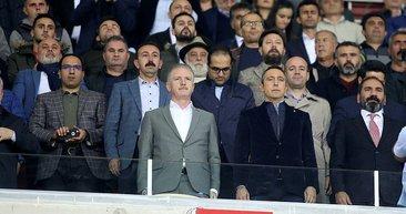 Sivasspor-Fenerbahçe maçına Ali Koç'un o görüntüsü damga vurdu