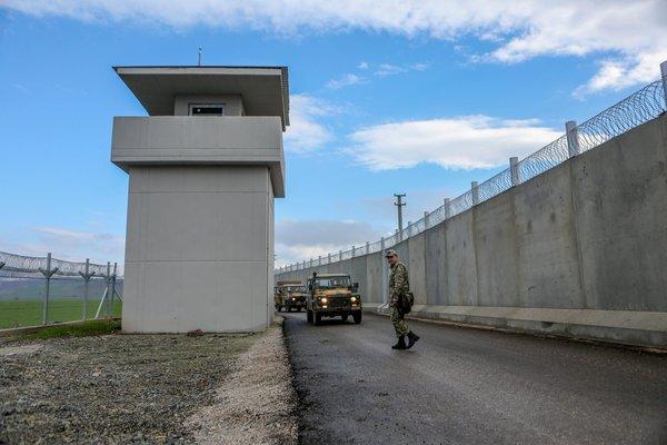 Sınır duvarına iki yeni yerli teknoloji