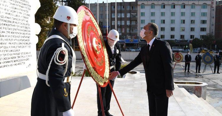 Gazi Mustafa Kemal Atatürk, ebediyete intikalinin 82. yılında törenle anıldı