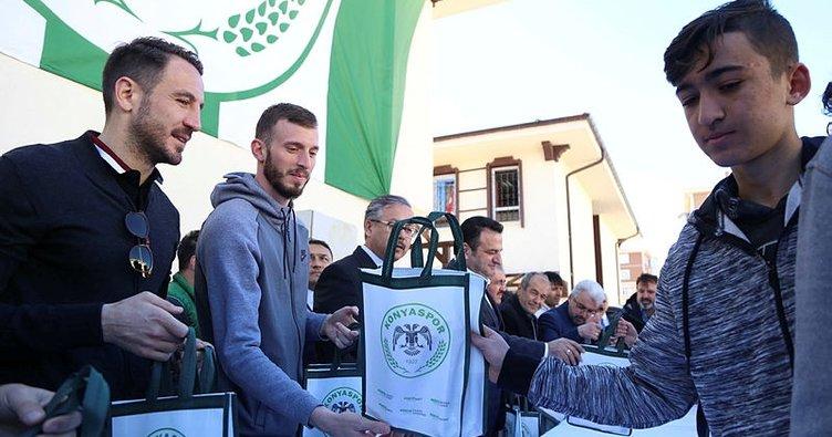 Konyasporlu futbolculardan şivlilik etkinliği