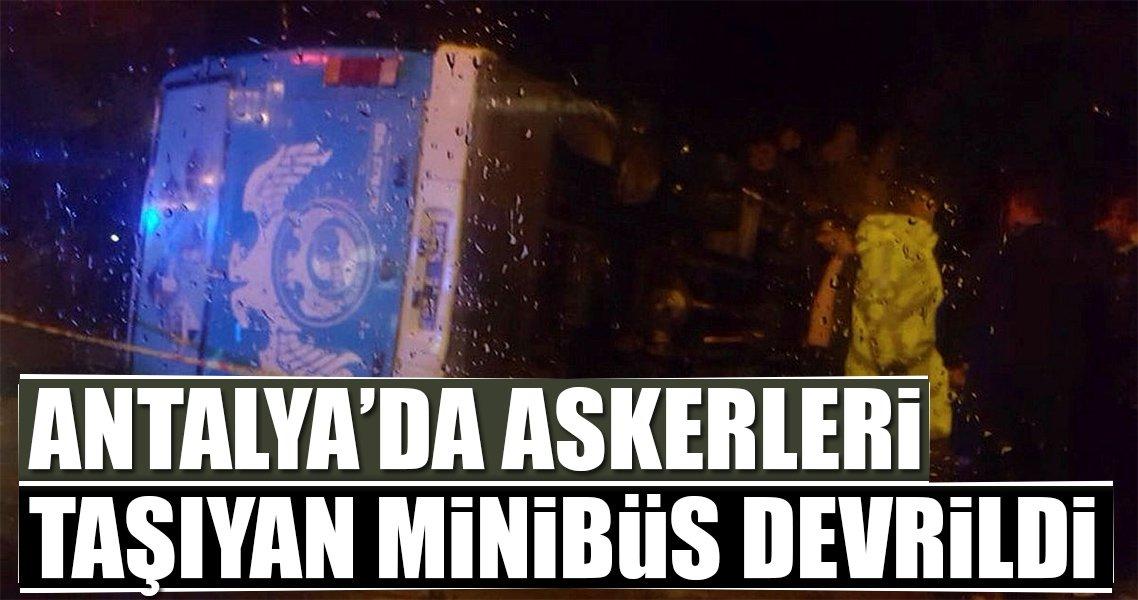 Antalya'da askerleri taşıyan minibüs devrildi: 23 yaralı